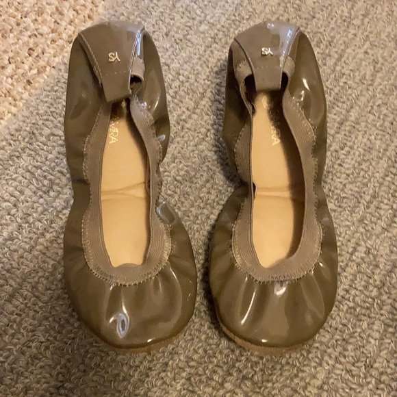 Size 7.5, taupe patent ballet flats YS